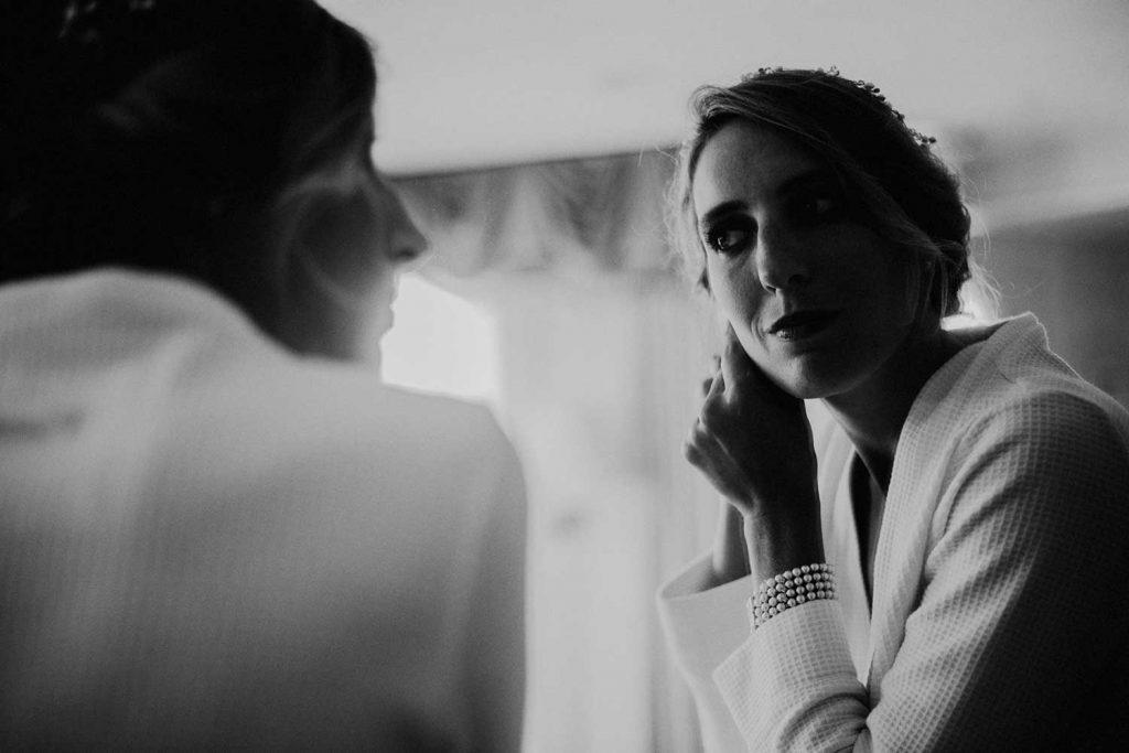 bride gets ready at bonnet island wedding suite